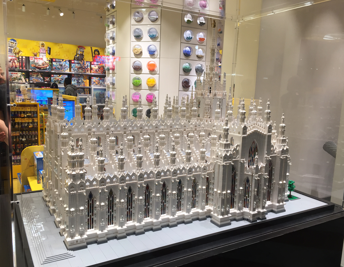 Bricklife all about lego visit at lego store milan italy for Lago outlet milano